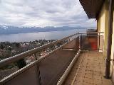 Appartement de 3½ avec deux balcons, env.85 m² ,Traversant, lumineux, vue grandiose sur lac et montagne.,Garage intérieur une place....