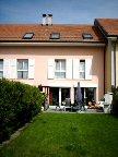 ,Cette villa mitoyenne possède une grande surface habitable de 185 m² sur 3 niveaux.,,Joli jardin...
