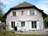 Jolie villa jumelle spacieuse en pleine verdure à Forel.,,Cette maison est située dans un environnement magnifique et calme avec un ensoleillement c...