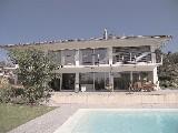 Dans le haut de Lausanne, splendide villa moderne très lumineuse de 7 pièces avec studio indépendant, piscine extérieure chauffée. ,,Matériaux et fi...