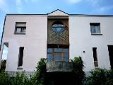 Cette villa de style moderne se situe à Moudon sur les hauts d'une colline avec une superbe vue.,,Parcelle de 660 m² plus 400 m² en commun avec barb...