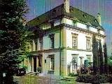 Le Domaine des Châtaigniers.,,Sise sur une parcelle d'environ 10000 m².,,Belle demeure entièrement rénovée.,,Ascenseur....