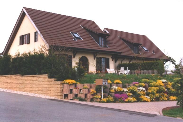 Bioley-Orjulaz, petit village de 300 habitants, à 10 minutes de LAUSANNE, situé en campagne entre Lausanne et Echallens.  ,,Situation locale: ,Peti...